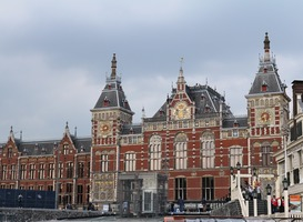 Normal_train-station-amsterdam-2338425_960_720