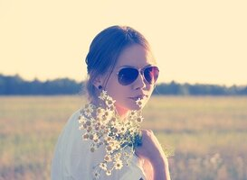 Normal_flower-child-336658_640